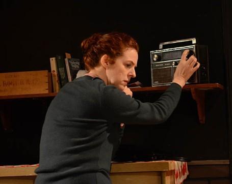 Meg listen radio